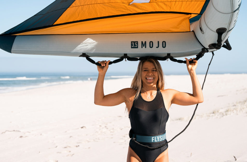 The Flysurfer Mojo Wing 2021 with perfect handles for wing foiling.